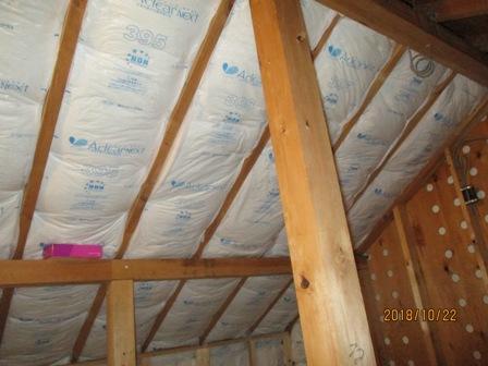 【施工中】天井・壁に断熱材を貼りました。