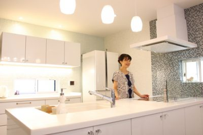 """<img src=""""IMG_5802-e1573276925499.jpg"""" alt=""""キッチン リビング リフォーム後の写真""""/>"""